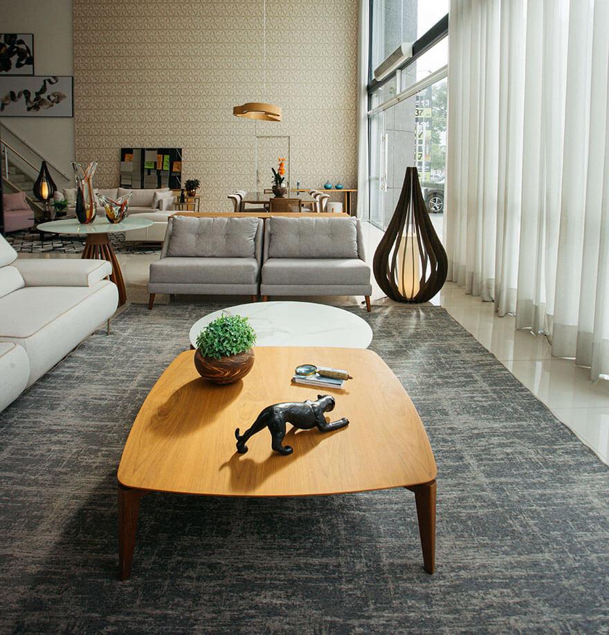 Sala com conforto, sofisticação e design clean.